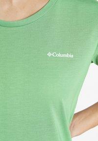 Columbia - LAVA LAKE™ TEE - Basic T-shirt - light lichen - 5