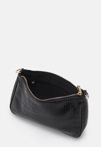 Pieces - PCDANA SHOULDER BAG - Handbag - black/gold - 2