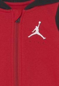 Jordan - JUMPMAN UNISEX - Tracksuit - gym red - 2