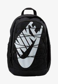 Nike Sportswear - HAYWARD 2.0 UNISEX - Reppu - black/black/white - 7