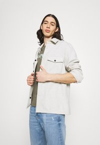 Levi's® - SS RELAXED FIT TEE - Print T-shirt - dusty olive - 3