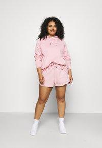 Nike Sportswear - HOODIE PLUS - Jersey con capucha - pink glaze/white - 1