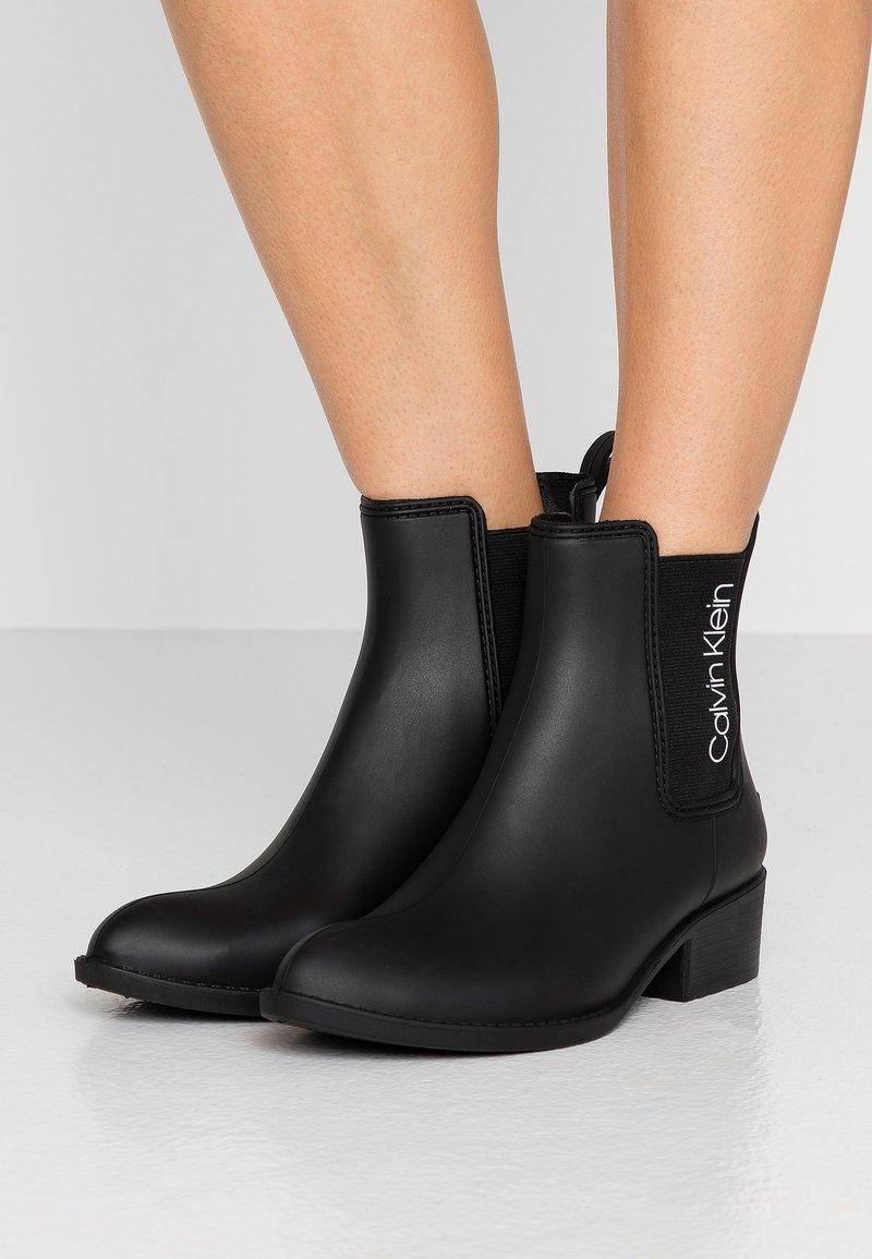 Calvin Klein - QUARTA - Holínky - black