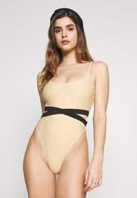 Missguided - DOUBLE WAIST STRAP DETAIL SWIMSUIT - Plavky - nude - 0