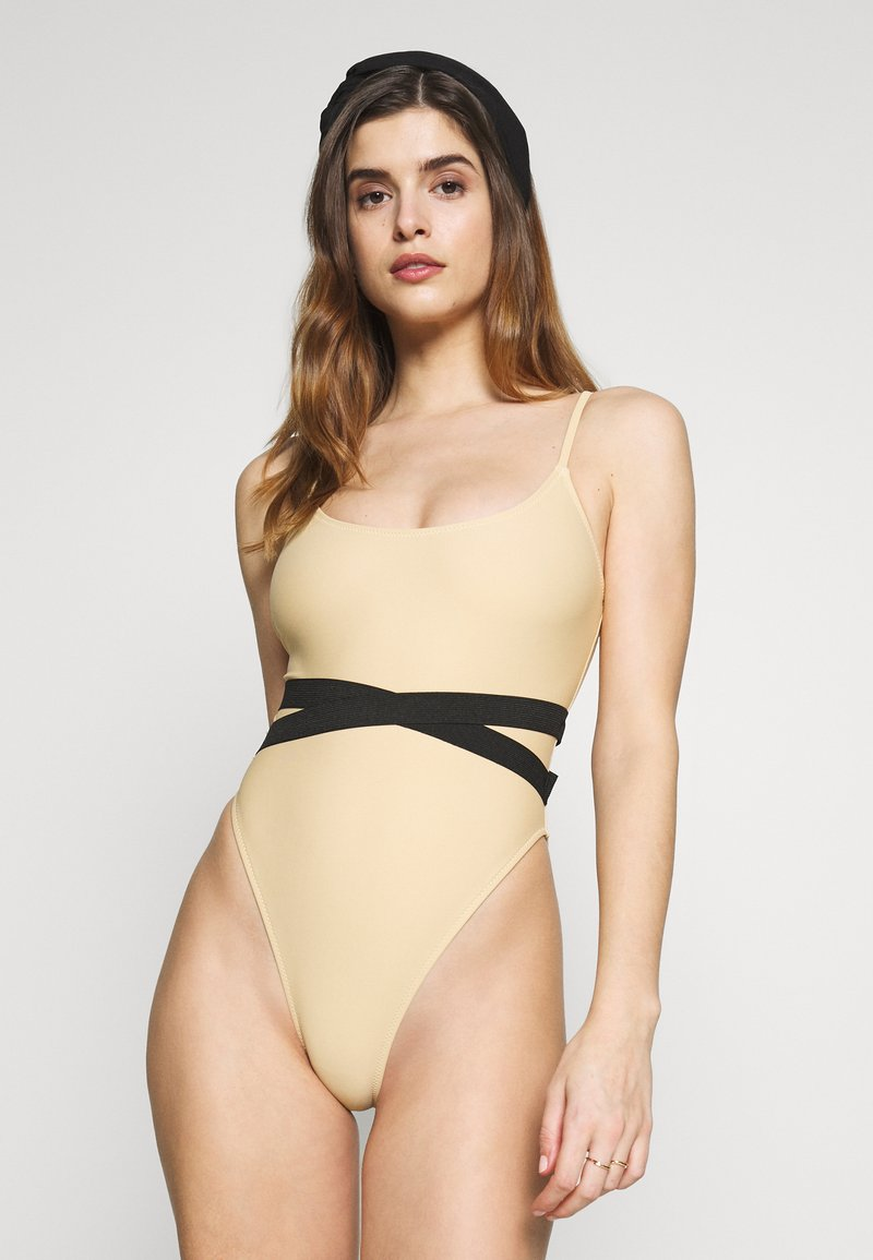Missguided - DOUBLE WAIST STRAP DETAIL SWIMSUIT - Plavky - nude