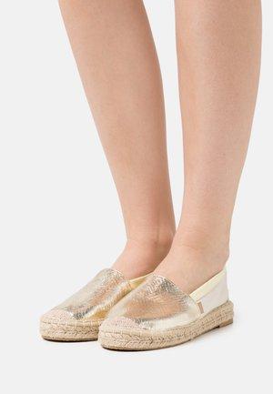 ONLEVA TIE DYE - Loafers - gold