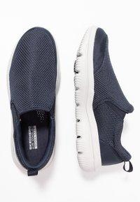 Skechers Performance - GO WALK EVOLUTION ULTRA - IMPECCABL - Chaussures de course - navy/grey - 1