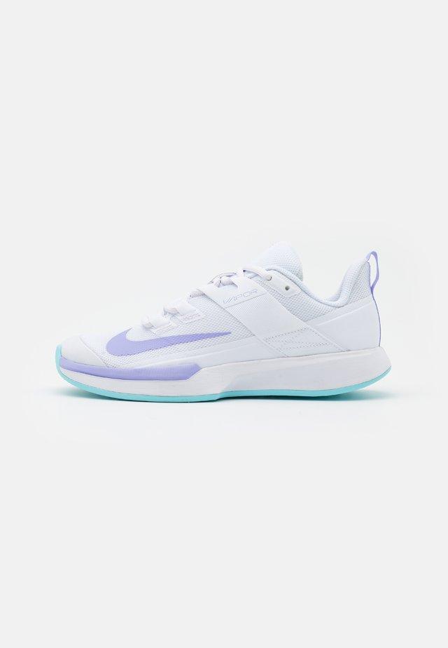 COURT VAPOR LITE - Chaussures de tennis toutes surfaces - white/purple pulse/copa