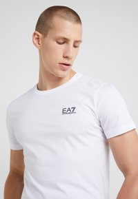 EA7 Emporio Armani - T-shirt - bas - white - 4