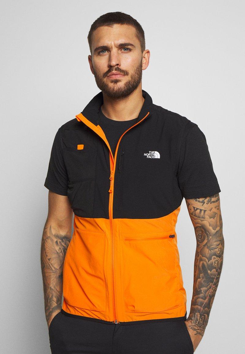 The North Face - MENS VARUNA VEST - Waistcoat - flame orange