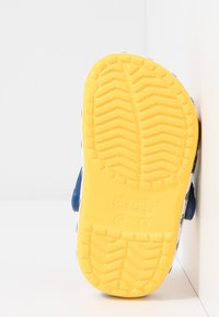 Crocs - MINIONS MULTI RELAXED FIT - Pool slides - yellow - 5