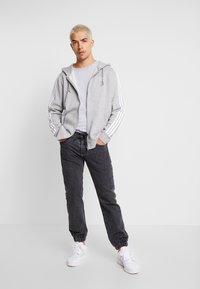 adidas Originals - STRIPES UNISEX - Zip-up hoodie - medium grey heather - 1