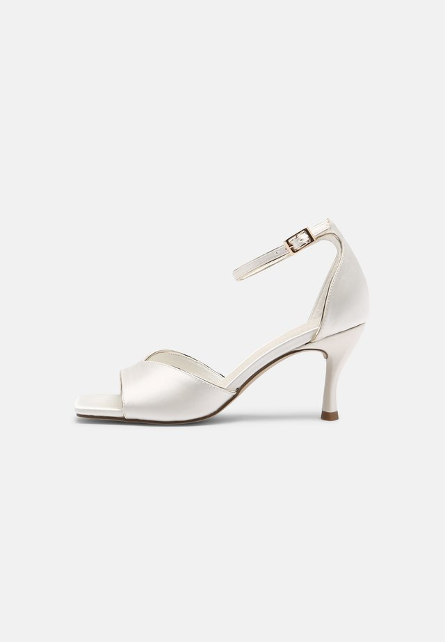 Sandals - ivory/gold