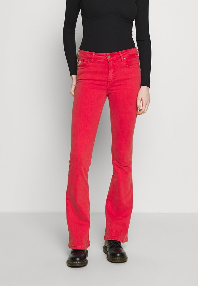 RAVAL - Flared Jeans - cayenne