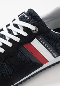 Tommy Hilfiger - ESSENTIAL RUNNER - Sneakers - blue - 5