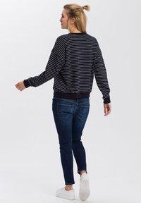 Cross Jeans - Sweatshirt - navy - 2