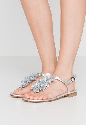 DEVORAH - Sandály s odděleným palcem - silver