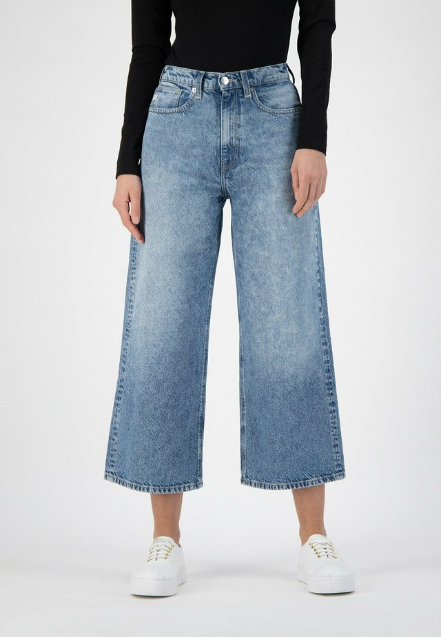 WYDE SARA CROPPED - Flared Jeans - stone breeze