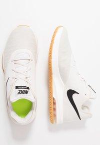Nike Performance - AIR MAX INFURIATE III LOW - Obuwie do koszykówki - phantom/black/wolf grey/light brown/volt - 1