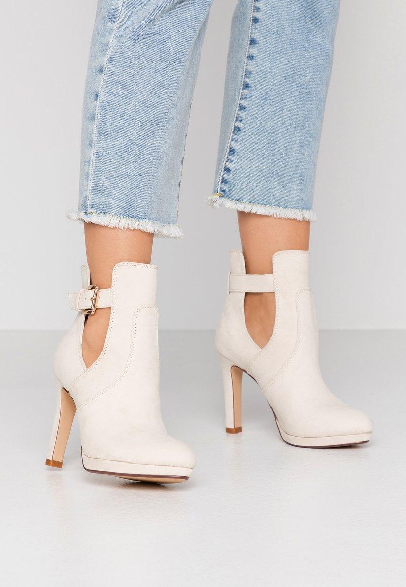 Buffalo - JONA - Kotníková obuv na vysokém podpatku - pastel/beige