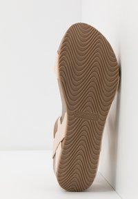 Madden Girl - ZOEY - Sandály na platformě - nude - 6