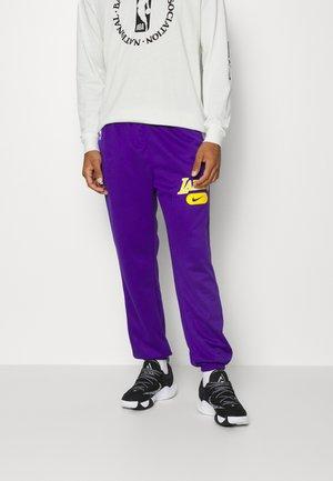 NBA LOS ANGELES LAKERS SPOTLIGHT SPOTLIGHT PANT - Klubové oblečení - field purple/black