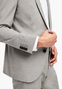 s.Oliver BLACK LABEL - MIT WEBSTRUKTUR - Blazer jacket - beige - 5