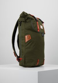 Doughnut - CHRISTOPHER - Rucksack - army with rust straps - 3