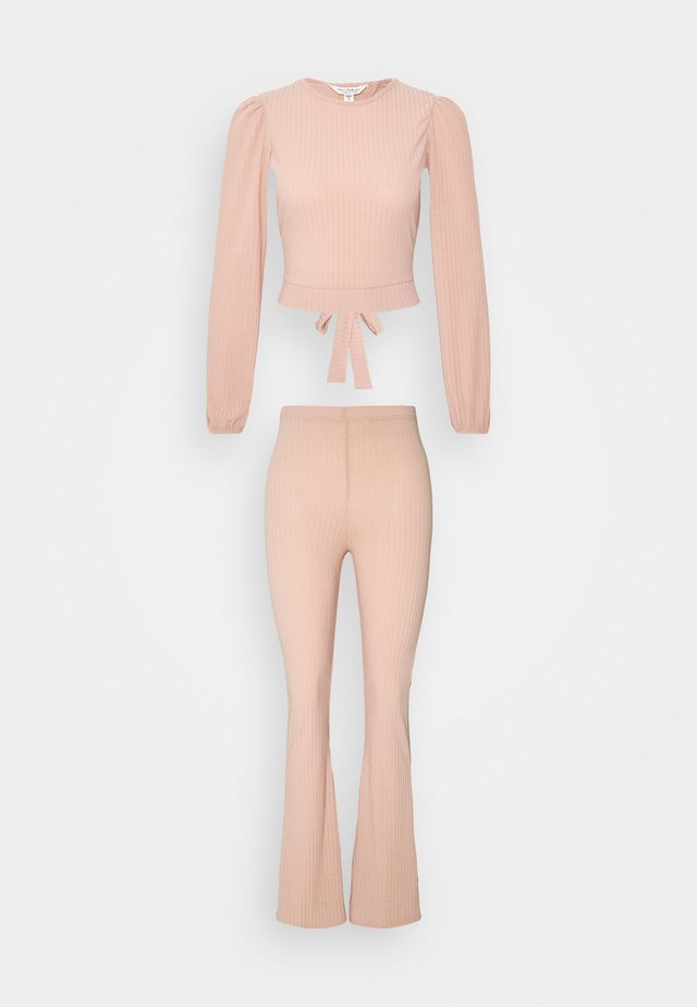 TIE BACK KICKFLARE SET - Trousers - pink