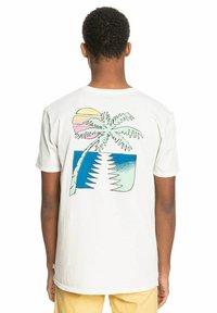 Quiksilver - ISLAND PULSE - Print T-shirt - snow white - 2