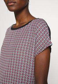 Esprit Collection - TEE WITH  - T-shirt z nadrukiem - black - 5
