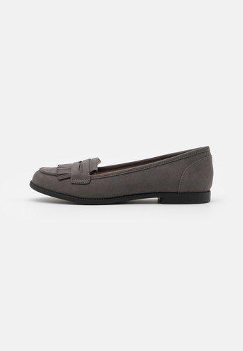 LEO TASSLE LOAFER - Slippers - grey