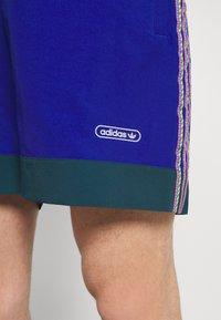 adidas Originals - TAPED UNISEX - Shorts - team royal blue - 3