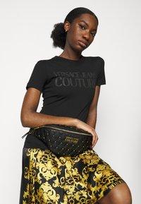 Versace Jeans Couture - MALLORY BELTBAG - Bum bag - nero - 0