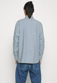 Levi's® - CLASSIC WORKER - Overhemd - hickory rinse - 0