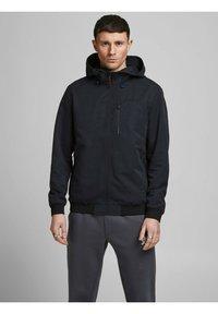 Jack & Jones - MIT KAPUZE - Training jacket - black - 0