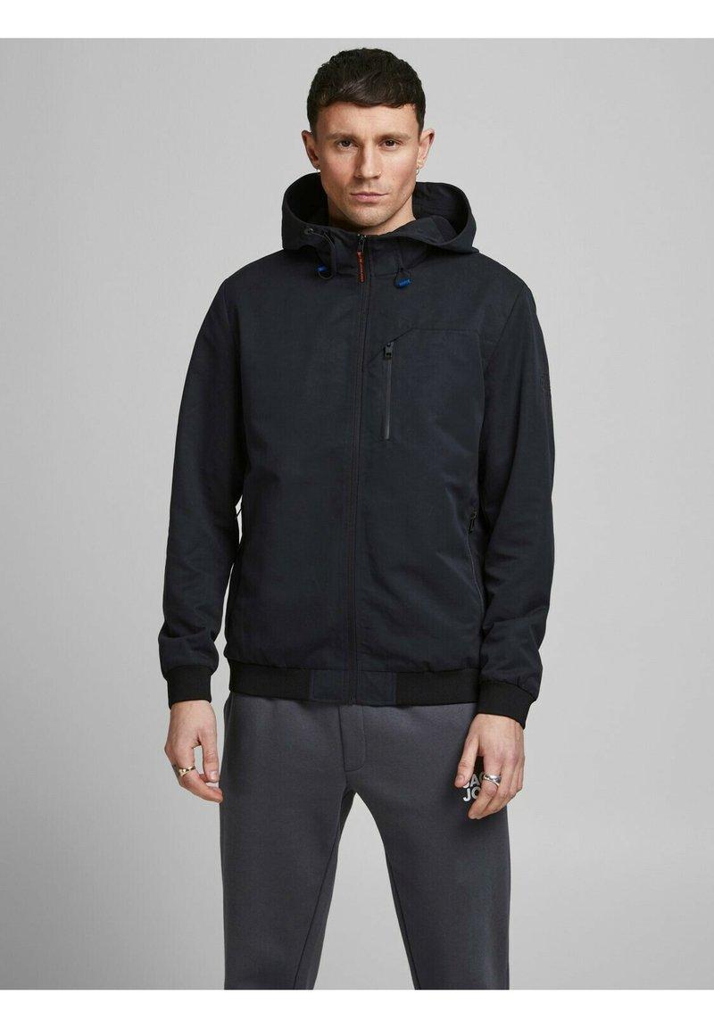 Jack & Jones - MIT KAPUZE - Training jacket - black