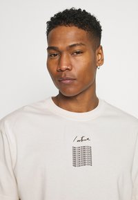 The Couture Club - RELAXED FIT T-SHIRT WITH WAVE BACK PRINT - Print T-shirt - whisper white - 3