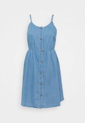 VMFLICKA STRAP SHORT DRESS  - Denimové šaty - light blue denim
