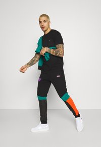 STAPLE PIGEON - OUTDOOR TECH PANT - Cargo trousers - black - 1