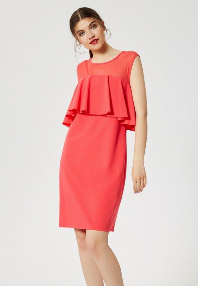 Sukienka etui - coral