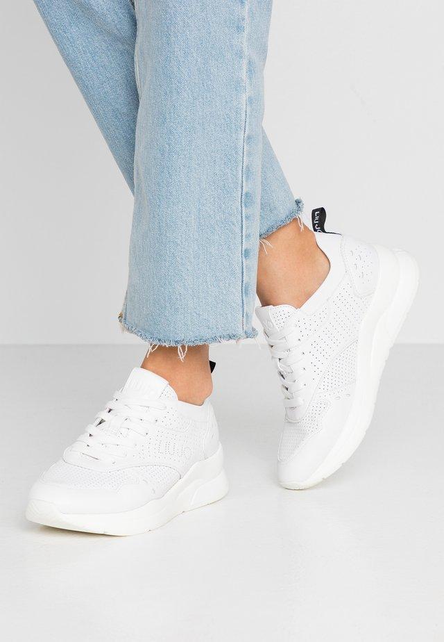 KARLIE - Baskets basses - white