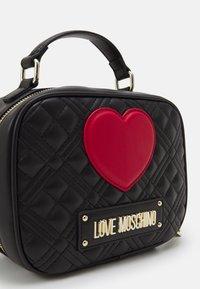Love Moschino - CAMERA BAG BLACK EXCLUSIVE - Handbag - black - 4