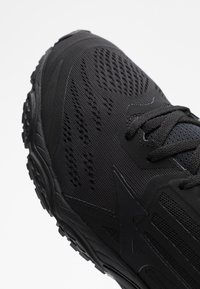 Mizuno - WAVE STREAM 2 - Neutrale løbesko - black/phantom - 5