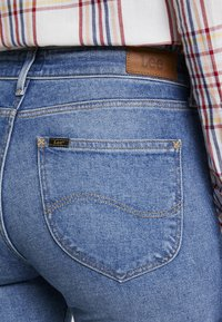 Lee - ELLY - Jeansy Slim Fit - mid hackett - 5