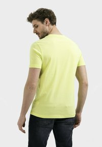 camel active - Basic T-shirt - limone - 2