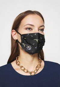 By Malene Birger - DANDELION RAMIA - Community mask - black - 1