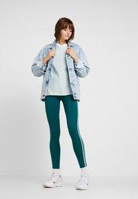 adidas Originals - ADICOLOR 3 STRIPES LONGSLEEVE TEE - Pitkähihainen paita - vapour green - 1