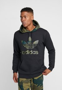 adidas Originals - CAMO TREFOIL GRAPHIC HODDIE SWEAT - Bluza z kapturem - black - 0