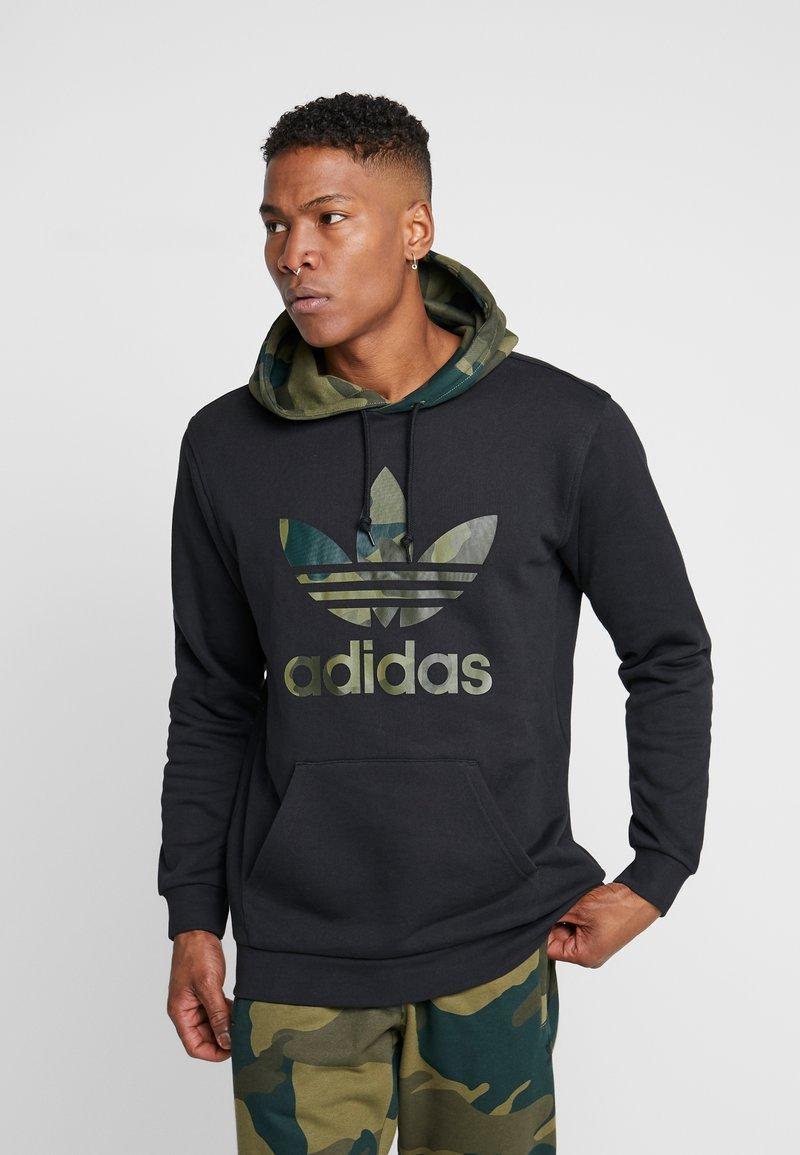 adidas Originals - CAMO TREFOIL GRAPHIC HODDIE SWEAT - Bluza z kapturem - black
